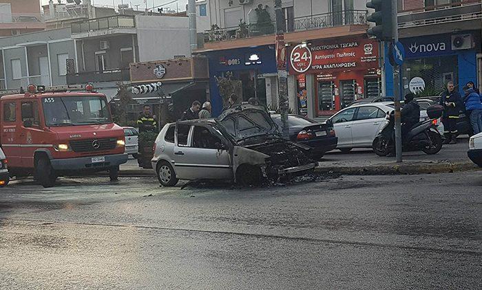 ΈΚΤΑΚΤΟ: Όχημα πήρε φωτιά στην Γρ. Λαμπρακη (βίντεο)