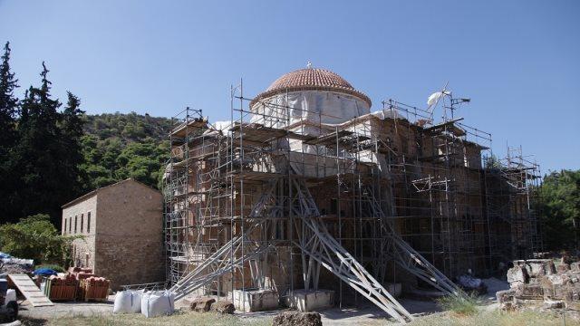 Σεισμός στην Αθήνα: Κατέρρευσε τμήμα στον περίβολο στη Μονή Δαφνίου - Η κατάσταση στα υπόλοιπα μουσεία