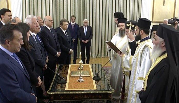 Με θρησκευτικό όρκο όλοι υπουργοί της νέας κυβέρνησης (φωτό)
