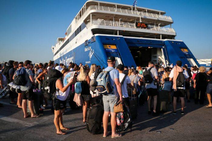 Το αδιαχώρητο στα λιμάνια ενόψει Δεκαπενταύγουστου – Μια ώρα νωρίτερα στα λιμάνια συστήνει το λιμενικό