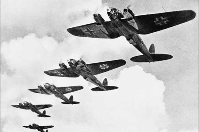 Ο βομβαρδισμός της Αθήνας από τους Γερμανούς 3 μέρες πριν φύγουν, σαν σήμερα το 1944