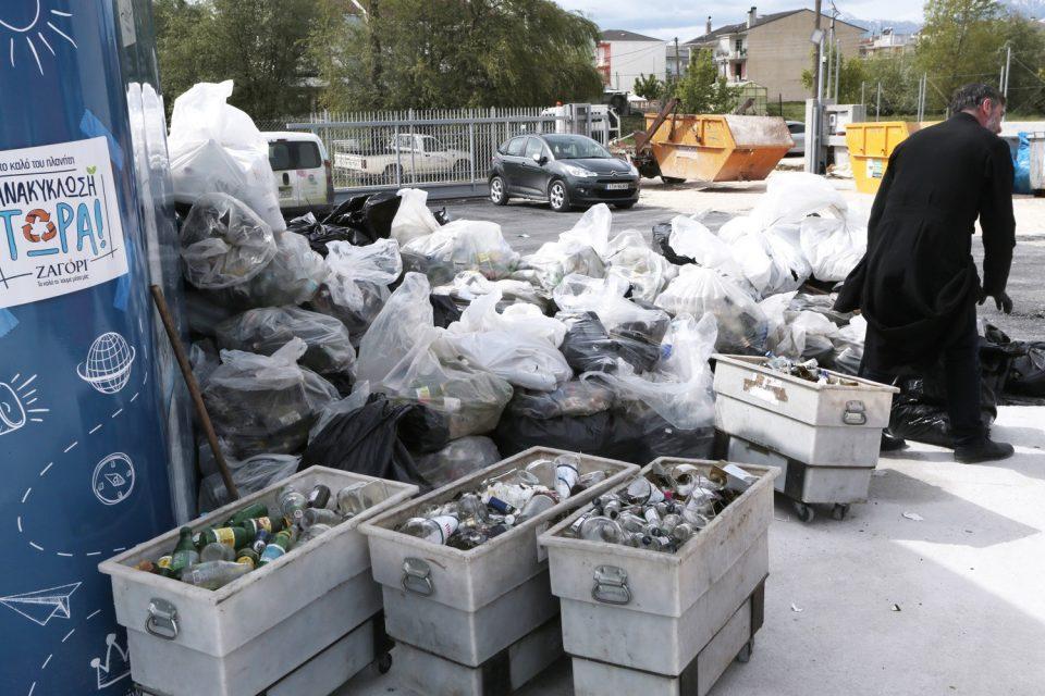 Ξεκινάει η ανταποδοτική ανακύκλωση - Πόσα λεφτά θα παίρνετε για 33 κουτάκια