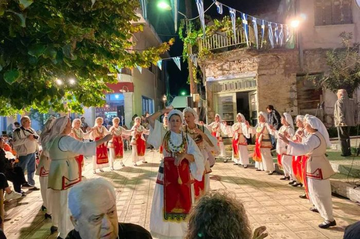 Αποθεώθηκε το τμήμα παραδοσιακών χορών της πόλης μας στην Λιβαδειά!