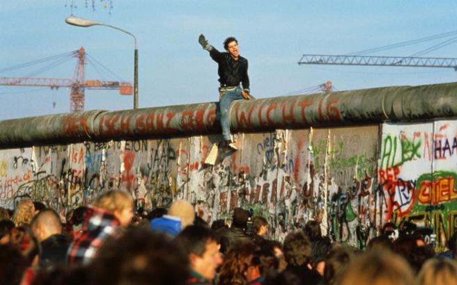 Σαν σήμερα 9 Νοεμβρίου 1989: Πέφτει το τείχος του Βερολίνου