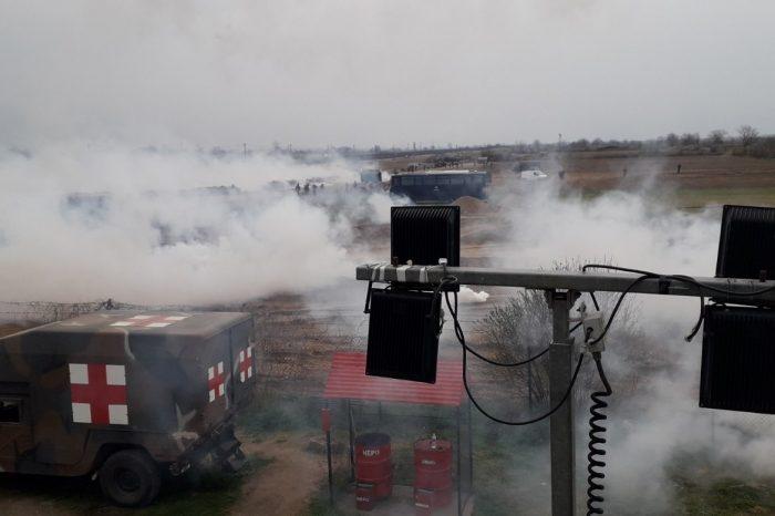 Έβρος: Άγρια επεισόδια με χημικά στις Καστανιές! Απροσπέλαστα τα σύνορα (Βίντεο)