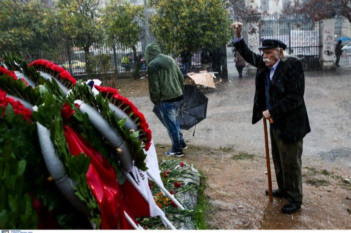 «Έφυγε» ο Μανώλης Γλέζος ο «Πρώτος Παρτιζάνος της Ευρώπης» – Η Ελλάδα κλίνει το γόνυ