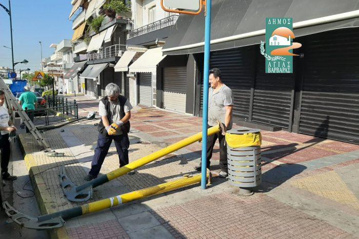 Στην Ελ. Βενιζέλου & Κρήτης, ΙΧ επιβατηγό όχημα πέφτει σε στάση και καταστρέφει κολώνα του δημοτικού φωτισμού