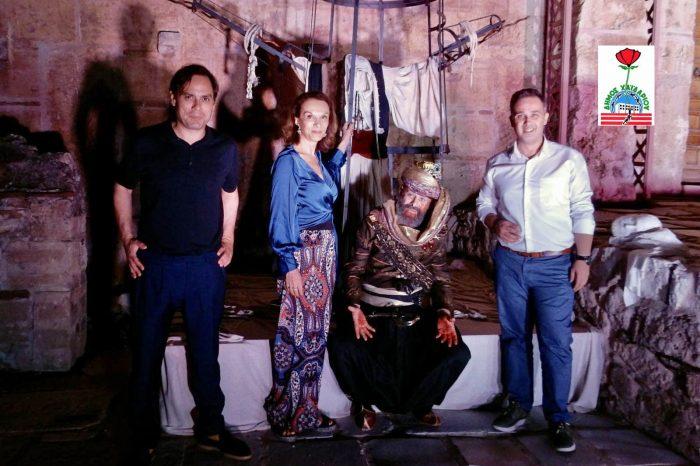 Θεατρική παράσταση «Η ωδή του παπά», στον προαύλιο χώρο της Μονής Δαφνίου