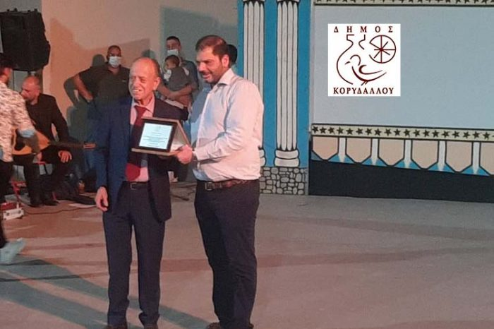 Βράβευση Καραγκιοζοπαίχτη Θανάση Σπυρόπουλου από τον Δήμο Κορυδαλλού