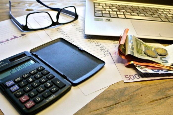 Πότε πρέπει να γίνουν οι γονικές παροχές περιουσίας και χρημάτων - τι αλλάζει στις δωρεές μεταξύ συζύγων
