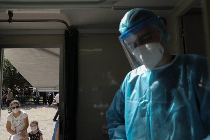 Κορονοϊός: Νέα μέτρα στο τραπέζι για την Αττική - Έρχονται μάσκες παντού, κλείνουν οι πλατείες
