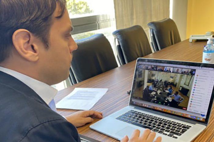 Συμμετοχή του Δημάρχου Βαγγέλη Ντηνιακού σε τηλεδιάσκεψη με τον Πρωθυπουργό