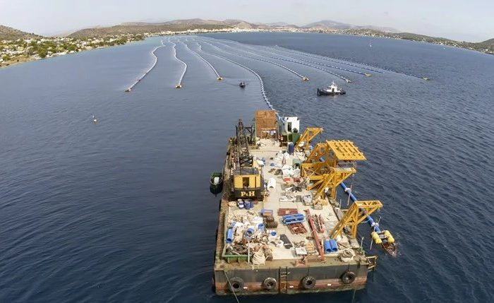 H Αίγινα αποκτά επιτέλους σταθερή παροχή νερού - Εντυπωσιακές εικόνες από τον υποθαλάσσιο αγωγό