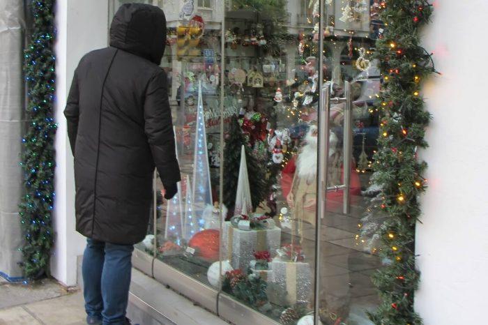 Lockdown: Ανοίγουν την Δευτέρα τα εποχικά καταστήματα – Το ωράριο και οι κανόνες και το sms