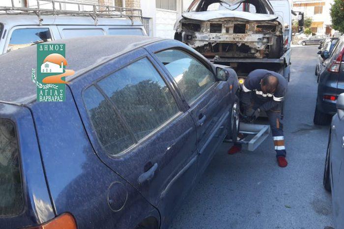 Ακόμη δύο εγκαταλελειμμένα αυτοκίνητα απομακρύνθηκαν από την πόλη