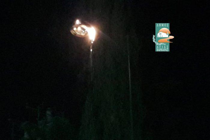 Φωτιά σε λάμπα του δημοτικού φωτισμού