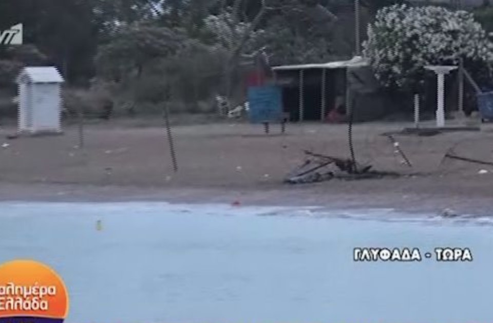 Beach party καταστροφής στη Γλυφάδα: Εκαψαν τις ομπρέλες στην παραλία – πέταξαν πέτρες στην Πυροσβεστική