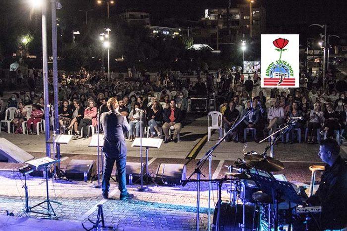 Μια πολύ όμορφη βραδιά με τα τραγούδια του αξέχαστου Μανώλη Χιώτη στην Πλατεία Δημαρχείου Χαϊδαρίου